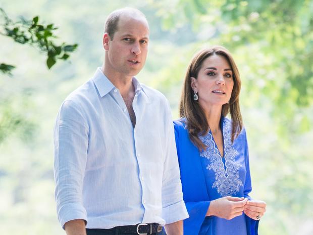 Фото №1 - По собственному желанию: Кейт и Уильям лишились еще одного сотрудника (без Сассекских не обошлось)