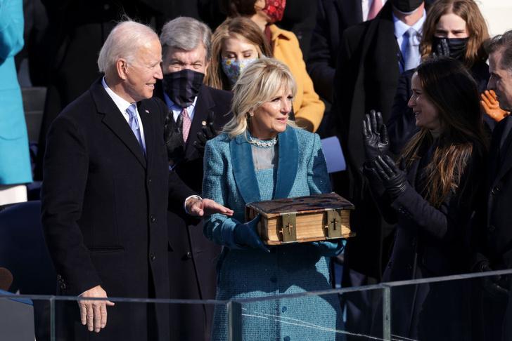 Фото №17 - Иванка плакала, Трамп обещал вернуться: как Джо Байдена посвящали в президенты