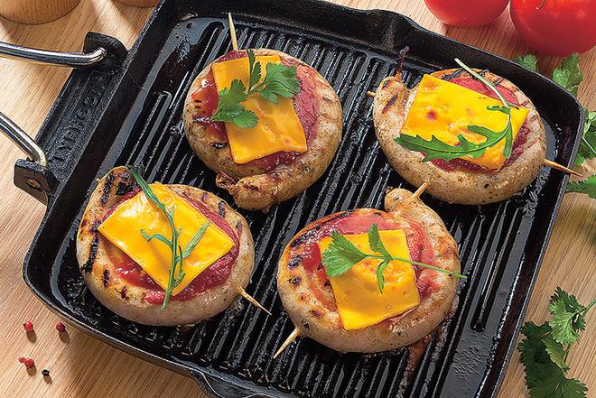 колбаски, запеченные с сыром