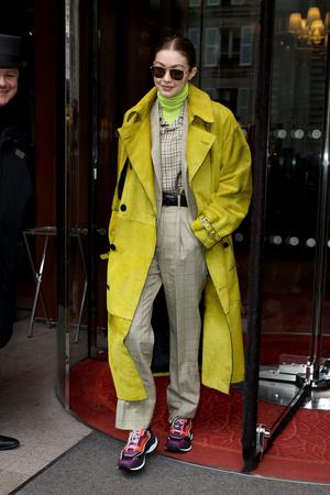Фото №2 - Базовая водолазка: смотри, как носят популярные селебрити