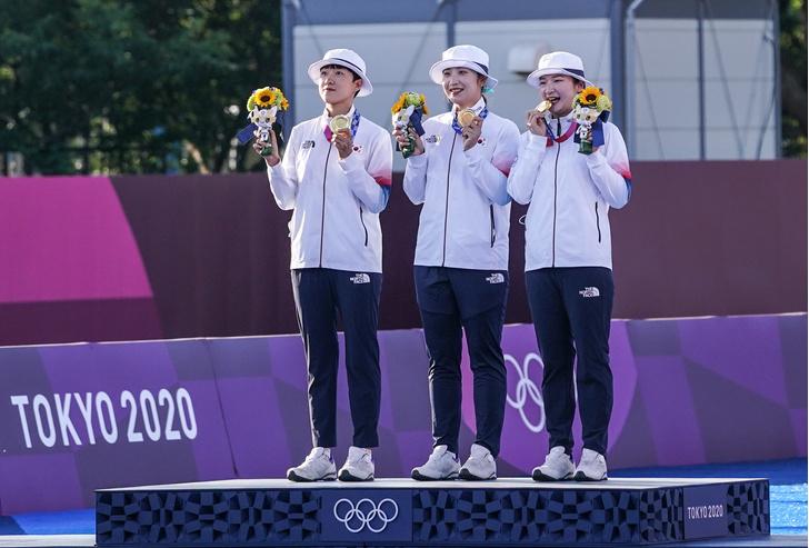 Фото №2 - АРМИ-олимпийцы хотели, чтобы их награждали под песню BTS. Но не получилось 💔