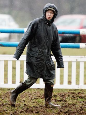 Фото №12 - Любимый бренд королевской семьи: как Виндзоры носят резиновые сапоги Hunter