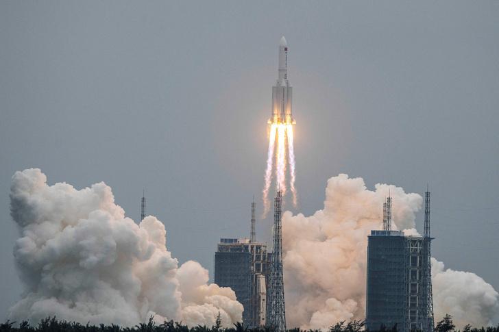 Фото №1 - На Землю падает неуправляемая китайская ракета, и куда она приземлится— неясно
