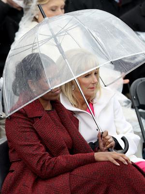 Фото №2 - Когда Мишель встретила Джилл: трогательная дружба двух Первых леди США