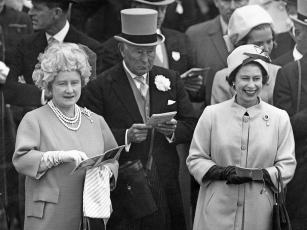 Фото №3 - Этикет для матери: будет ли Кейт делать реверанс Джорджу, когда он станет королем