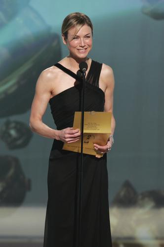 Фото №26 - Легенды «Золотого глобуса»: самые знаменитые наряды в истории премии