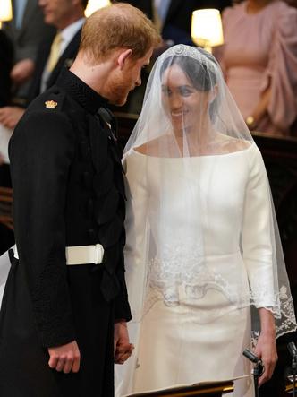 Фото №14 - От Елизаветы до Летиции: секретные детали свадебных платьев принцесс и герцогинь