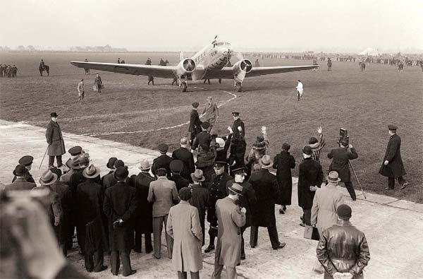 Фото №1 - Какая авиакомпания самая старая в мире?
