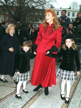 Фото №3 - Потерять все: чем Саре Фергюсон угрожали во время развода с принцем Эндрю