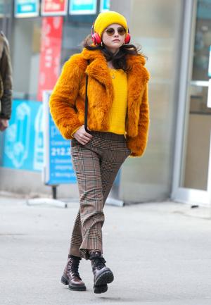 Фото №8 - 5 классных свитеров как у Селены Гомес
