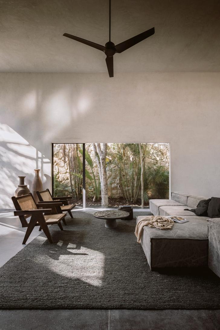 Фото №2 - Бруталистская бетонная вилла в джунглях Тулума