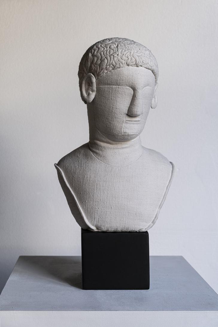 Фото №5 - Уникальные античные скульптуры из текстиля Сержио Рожера