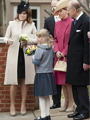 Фото №17 - Самые трогательные фотографии королевских бабушек и дедушек с внуками
