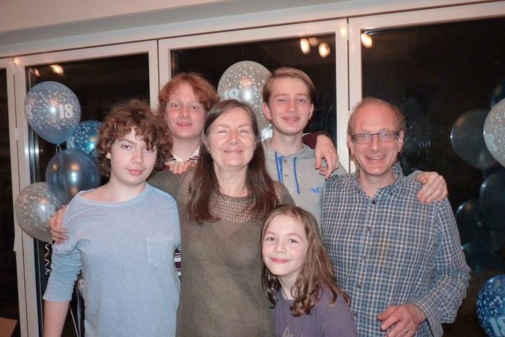 Фото №1 - Четыре сына с аутизмом: британка откровенно рассказала историю своей необычной семьи