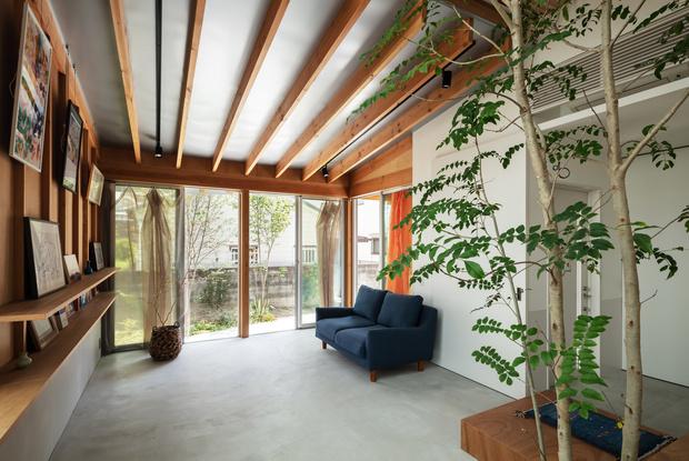 Фото №10 - Современный дом с атриумом в Японии