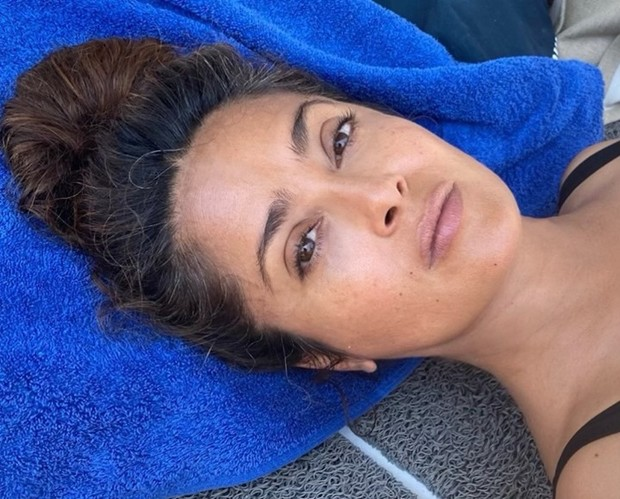 54-year-old Salma Hayek arranged a photo shoot in an open swimsuit