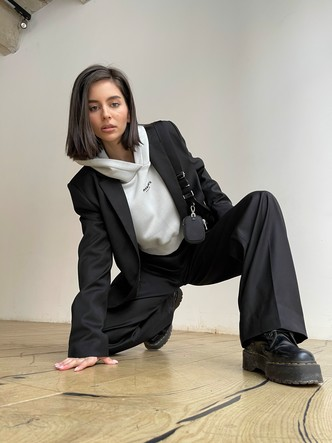 Фото №1 - Как носить худи и выглядеть стильно: 6 свежих фэшн-идей от основателей MANEKEN BRAND