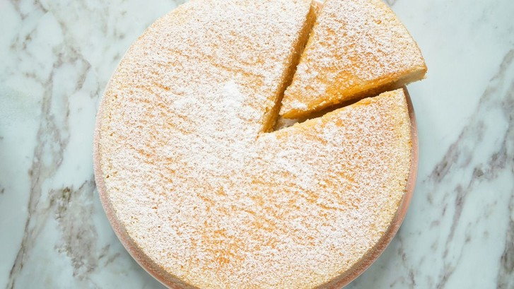 Фото №1 - Рецепт дня: йогуртовый торт, который обожают все француженки