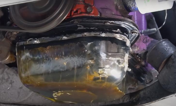 Фото №1 - Русские умельцы сделали мотор автомобиля прозрачным и удивились, как там все работает (видео)