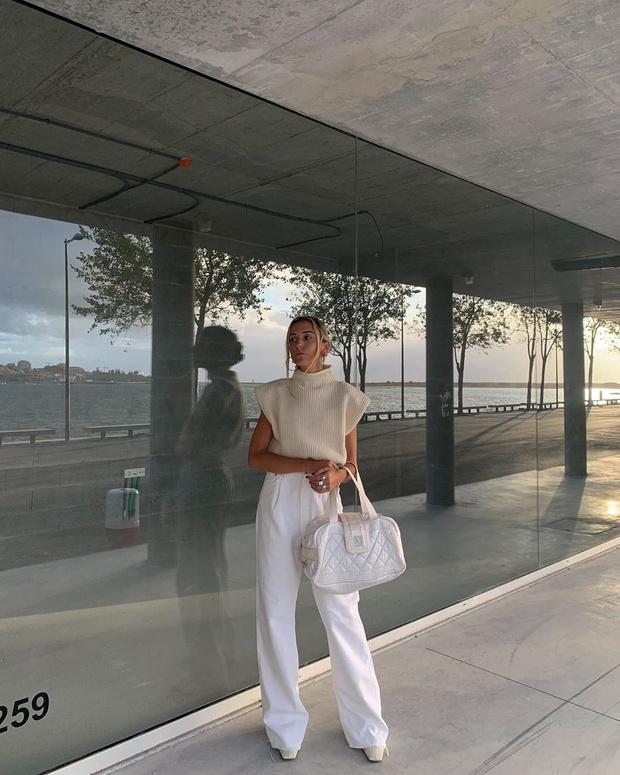 Фото №1 - Уютный свитер и широкие джинсы— самое уютное и комфортное сочетание: доказывает стилист София Коэльо