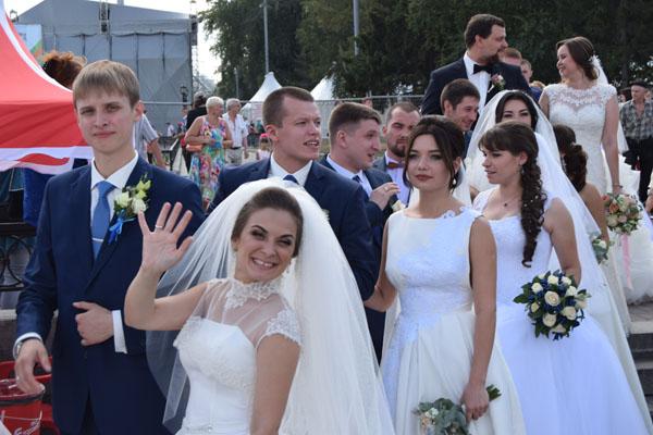 Парад невест, День города Екатеринбурга, фото