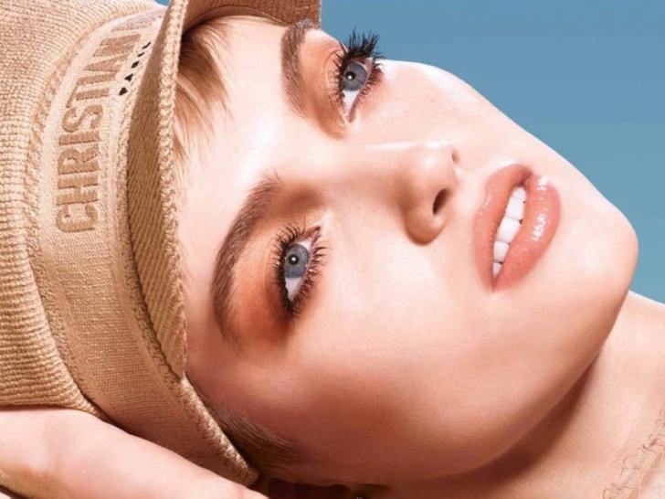 Фото №1 - Natural Dune: 7 незаменимых средств для летнего макияжа в стиле Dior