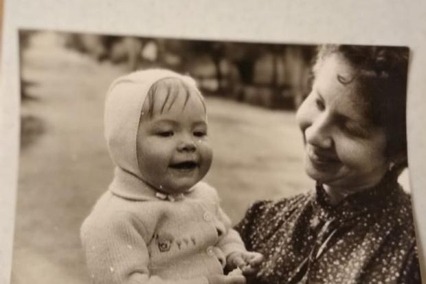 Фото №25 - 15 фото, которые докажут: дочки превращаются в копии своих мам