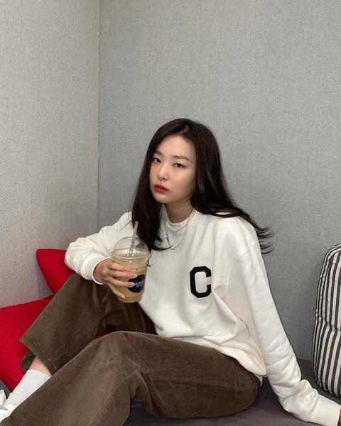 Фото №1 - 10 стильных аутфитов от Сыльги из Red Velvet для этой весны