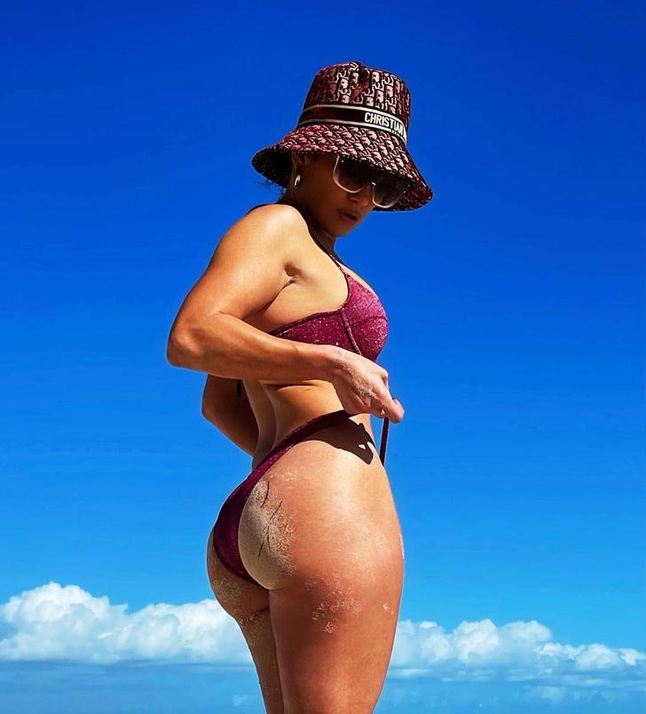 Фото №2 - Тело на миллион: эффективная тренировка от Дженнифер Лопес, которую вы можете повторить дома