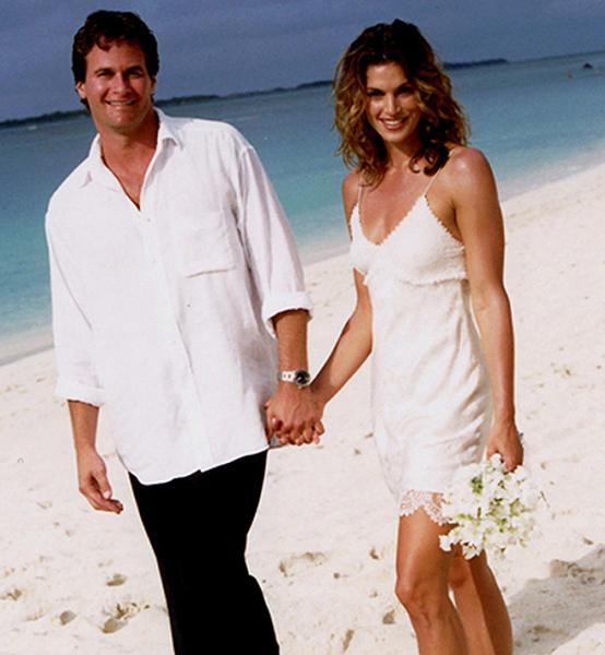Самые короткие свадебные платья звезд: фото