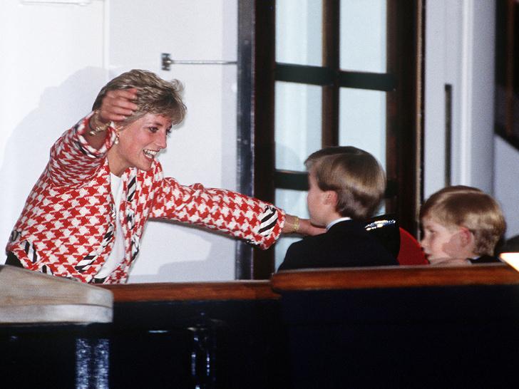 Фото №3 - Счастливое детство: самые трогательные выходы Дианы с Уильямом и Гарри