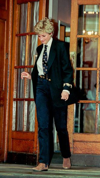 Фото №16 - Любимый предмет гардероба: как принцесса Диана носила жакеты и блейзеры— 30 вдохновляющих примеров