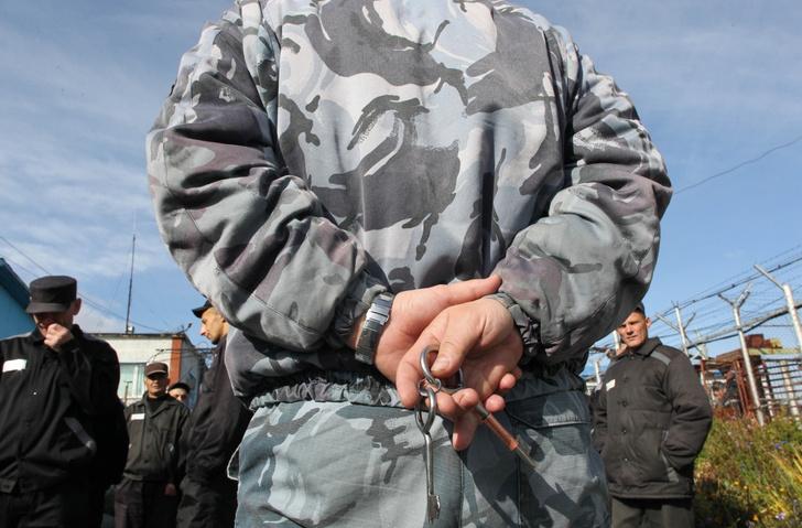 Фото №7 - «Он— убийца, это я прекрасно понимаю»: как россиянка после первого свидания вышла замуж за мужчину, осужденного на 23 года
