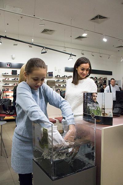 Фото №2 - Мария Бутырская проверила ботинки на прочность