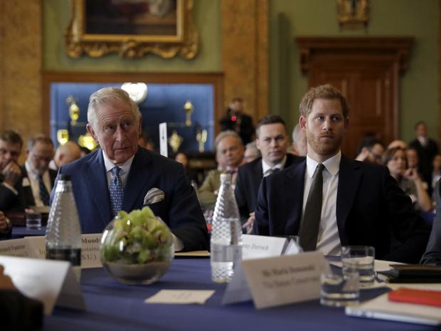 Фото №3 - Гарри отрекся от отца, а Чарльз и Камилла на грани развода: 5 новых (и очень странных слухов) о Виндзорах