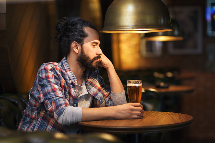 Фото №5 - 10 правил мужского поведения в баре