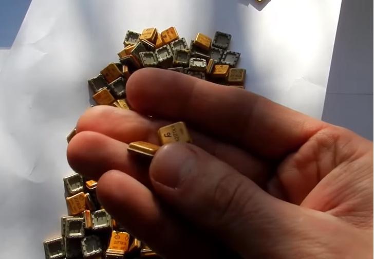 Фото №1 - Сколько золота можно добыть из старых советских микросхем своими руками (познавательное видео)