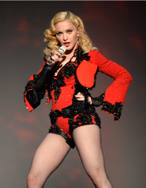 Фото №1 - «Лисьи глазки» и диета «Инь и Ян»: как Мадонна увлеклась пластикой и стала выглядеть героиней аниме