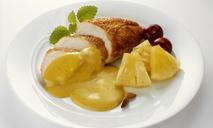 Как вкусно приготовить куриную грудку с ананасами и сыром