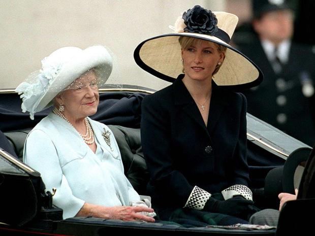 Фото №1 - Чем Софи вызвала гнев королевы-матери накануне свадьбы с принцем Эдвардом