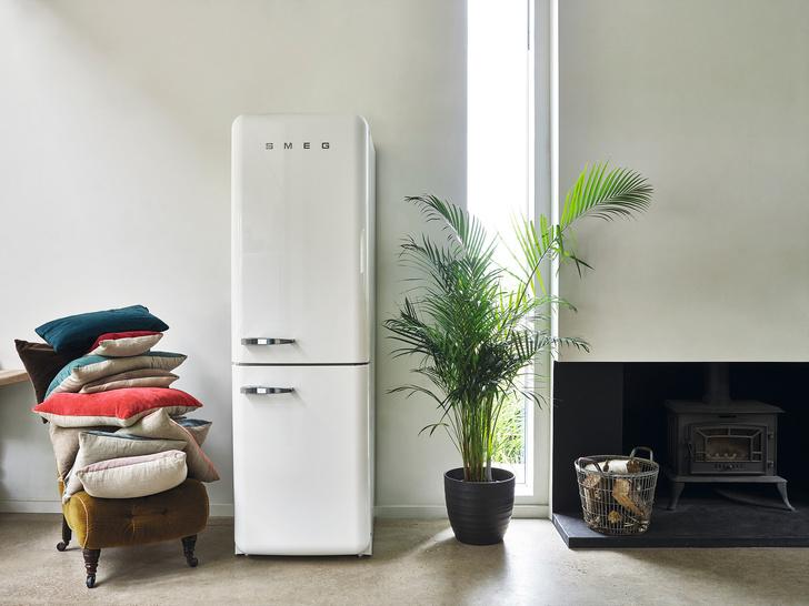 Холодильник в спальне
