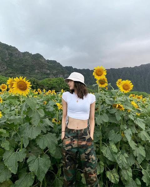 Фото №10 - С чем сочетать шляпу и панаму: разбираем летние образы Лисы из BLACKPINK
