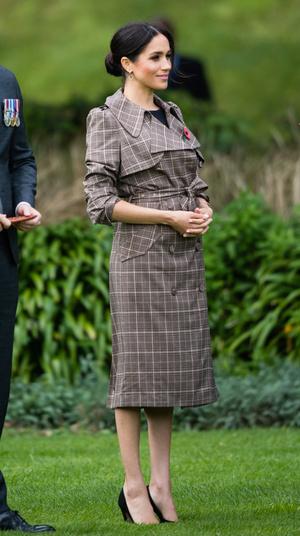 Фото №9 - Выбирая классику: как королевские особы носят тренчи