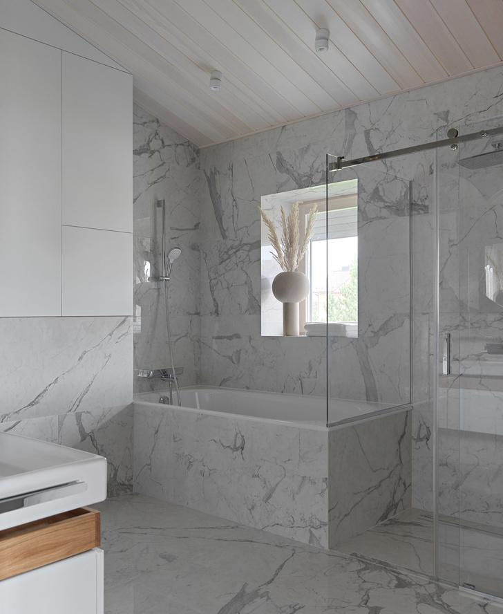 Фото №13 - Дом в Подмосковье 250 м² с камином и большими окнами
