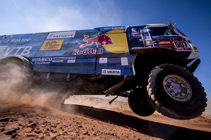Фото №4 - «Осторожно, низколетящие грузовики!»: на что способен гоночный КАМАЗ