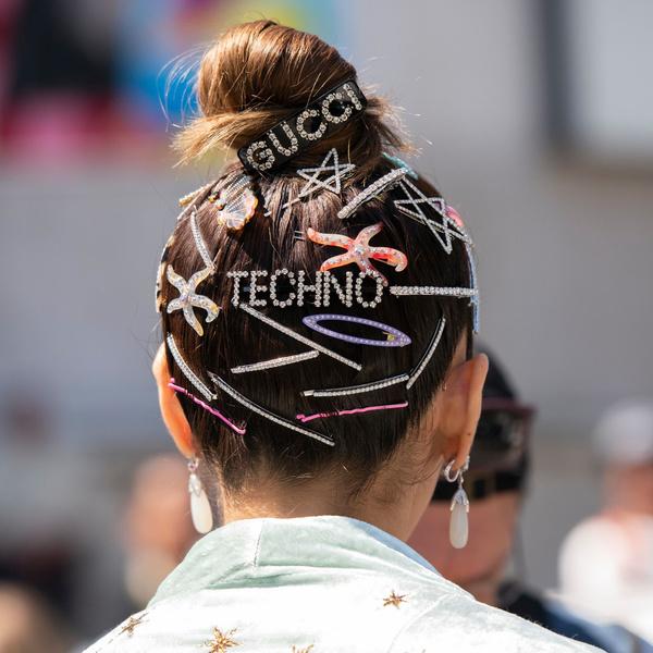 Фото №1 - Тренд лета 2021: 5 самых модных аксессуаров для волос