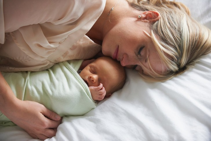 Фото №2 - Аромат чистого счастья: 5 причин, почему младенцы так вкусно пахнут