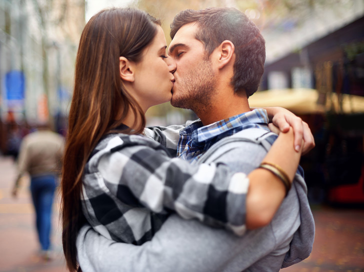 Фото №1 - За и против секса на первом свидании: разбираем с сексологом
