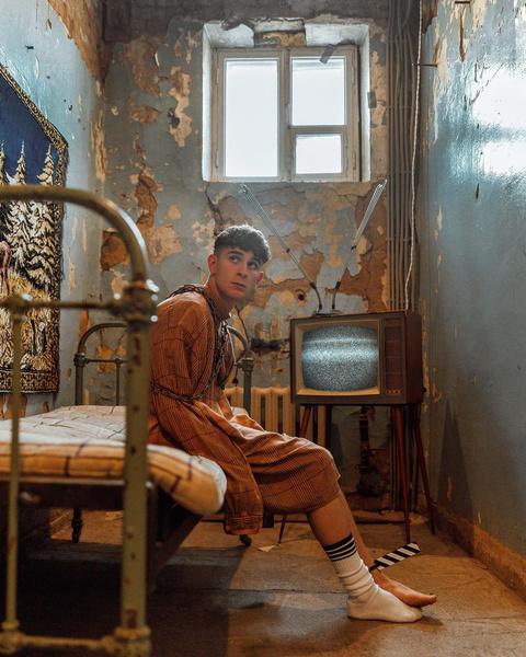 Фото №3 - Одиночество в дурдоме: сумасшедшая фотосессия Артура Бабича 🤯