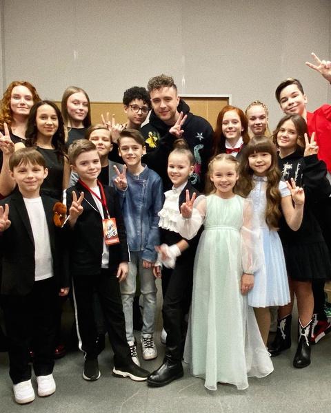 Фото №1 - Команда Егора Крида в шоу «Голос. Дети» исполнила трек «Психушка» Вали Карнавал